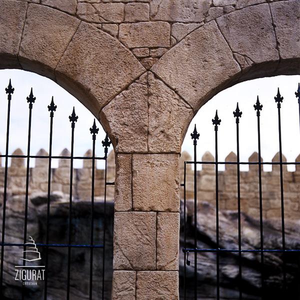 zigurat creacin arco de piedra artificial
